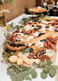 Baby Shower Buffet, Baby Shower Food For Girl, Baby Shower Snacks, Boho Baby Shower, Baby Shower Fall, Gender Neutral Baby Shower, Baby Shower Themes, Baby Shower Appetizers, Shower Ideas