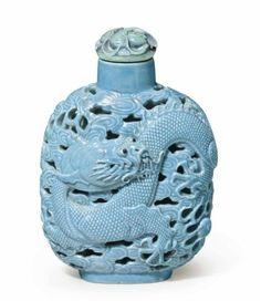 Turquoise-enameled Porcelain Snuff Bottle - Jingdezhen Kilns, 1820-1870