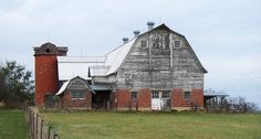 Old Barn: Missouri Preservation shows a Livingston County livestock barn with a small milk house Farm Barn, Old Farm, Country Barns, Country Life, Country Roads, Country Living, Rodeo, American Barn, Old Buildings