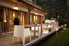 La vacanza in montagna ai piedi delle Dolomiti di Brenta, patrimonio Unesco. #trentinocharme #madonnadicampiglio Outdoor Furniture Sets, Outdoor Decor, Hotel Spa, Table Decorations, House Styles, Dv, Boutique Hotel, Home Decor, Madonna