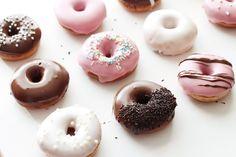 Rezept: Donuts selber machen / www.fanfarella.at Doughnut, Muffin, Zahn, Desserts, Food, Donut Recipes, Goodies, Keep Walking, Thermomix