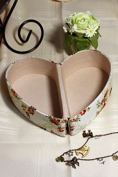 Caixa de coração de cartonagem