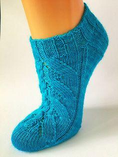 Ravelry: Bo pattern by Trude Hertaas Crochet Adult Hat, Crochet Socks, Knitted Slippers, Knitting Socks, Hand Knitting, Knitted Hats, Knit Crochet, Knit Socks, Socks And Heels