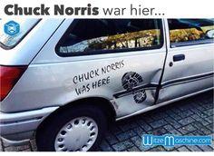 Chuck Norris war hier - Fußabdruck auf Auto