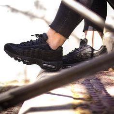 3d9e97a4d77d Nike AM95 - Paire dispo sur l application KAZA 📲  nike  airmax95  sneakers   sneakersaddict  sneakerhead  sneakernews  sneakersbykaza