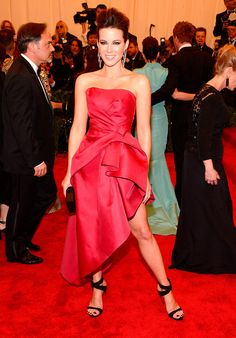Kate Beckinsale - Met Gala alfombra roja Punk Chaos to Couture
