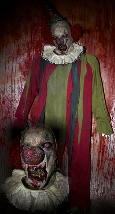 Image detail for -New 2011 Jester Clown Zombie Halloween Props Haunted House Props . Haunted Carnival, Creepy Carnival, Creepy Clown, Spooky Scary, Halloween Circus, Halloween Horror, Spirit Halloween, Halloween Themes, Halloween Stuff