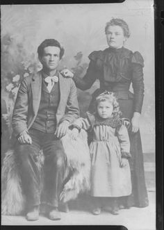 Genealogy's Star: The Historic Photo Scanning Project