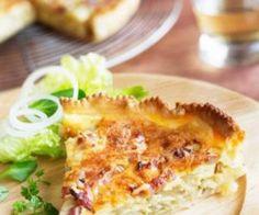Ecco due ricette per preparare la torta salata con carciofi: una con le patate e il formaggio e una senza derivati animali per i nostri amici vegani.