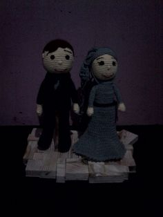Crochet couple doll with pine wood base. Dolls by osi prisepti Base by dasep sumardjani