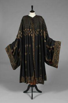 A fine and rare Mariano Fortuny stencilled orientalist black silk evening coat, circa 1910-20 5