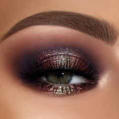 Gorgeous galaxy inspired metallic smokey eye makeup look created using the PAT McGRATH LABS x THE MET Mothership V: Bronze Seduction Eyeshadow Palette. Featuring 10 new hyper-pigmented shades, ranging Eye Makeup Glitter, Galaxy Makeup, Smokey Eye Makeup, Bronze Smokey Eye, Bronze Eye Makeup, Smoky Eyeshadow, Metallic Makeup, Matte Eye Makeup, Glitter Makeup Tutorial