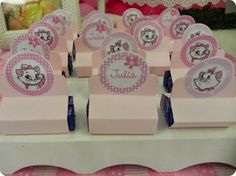 Festa Pronta - Gata Marie - Tuty - Arte & Mimos Que tal usar esta inspiração para a próxima festa? Entre em contato com a gente! www.tuty.com.br #festa #personalizada #party #bday #birthday #tuty #Happy #love #party #Bday #Cute #cake #cupcaky #candy #sugar #pink #cha #bebe #jardim #garden #flores #flower #gata #cat #kitty #marie #gatamarie