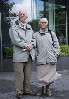 According to Dutch photographer George Maas many couples wear the same outfit when they are on holiday. Maas photographed over 50 couples over the last few years and is now planning a book on the subject. Maas says that couples not only wear the same clothes but also mimic each others gestures, walks and even looks. Follow the link for some of his pics. And even more at http://birgitk.home.xs4all.nl/jutenjul.htm