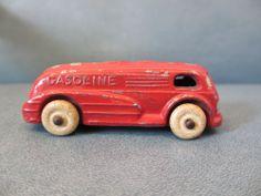 VINTAGE 1930s SLUSH LEAD METAL TOY GASOLINE TRUCK W ORIGINAL WHITE RUBBER TIRES