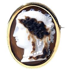 Gold and Agate Cameo Brooch