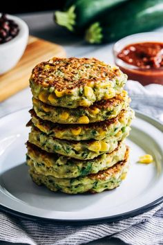 Healthy Zucchini Corn Fritters- all you need is 8 simple ingredients to make these summery zucchini fritters! (vegan, gluten-free, grain-free) All you need is 8 simple ingredients to make these summery zucchini fritters! Healthy Diet Recipes, Vegan Foods, Vegan Dishes, Vegan Vegetarian, Whole Food Recipes, Vegetarian Recipes, Cooking Recipes, Vegan Ramen, Vegan Zucchini Recipes