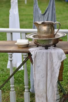 Na-Da Farm - Wash Stand by lina Lava, Vintage Industrial Decor, Industrial House, Clothes Line, Washing Clothes, Old Washboards, Barn Parties, Zinn, Vintage Laundry