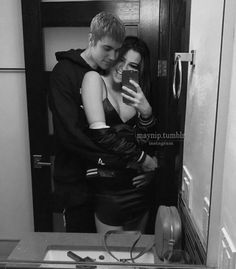 Find images and videos about girl, gif and couple on We Heart It - the app to get lost in what you love. Justin Bieber Selena Gomez, Justin Bieber And Selena, Cute Couples Goals, Couple Goals, Barbara Palvin, Selena Gomez Weight, Love Will Remember, Justin Bieber Family, Relationship Goals Tumblr