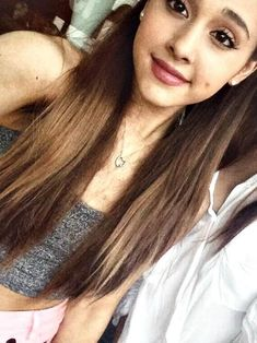 @Ariana Bourke Bourke Grande Wow! You look so cute with straight hair! ( and curly )