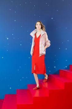 http://www.vogue.com/fashion-shows/resort-2018/akris/slideshow/collection