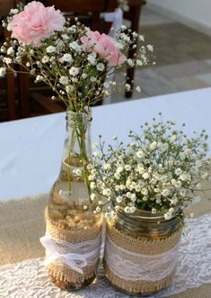 A simple and beautiful wedding decoration can be done without spending much. To help you, we list 49 beautiful ideas for you to copy into your ceremony. Simple Wedding Decorations, Simple Weddings, Burlap Table Decorations, Wedding Reception Tables, Wedding Table Centerpieces, First Communion Decorations, Burlap Lace, Marie, Inspiration
