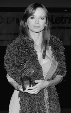 1325467-Anna-Przybylska-z-Diamentowym-Klapsem-Filmowym.jpg (300×476)