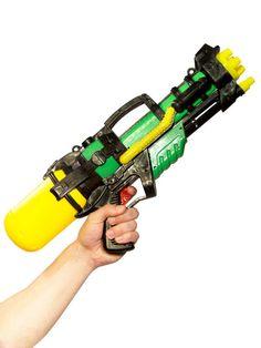 Wasserpistole XL: 50cm lang, grün-gelb-schwarz! Für mehr Widerstandsfähigkeit bei der nächsten Wasseschlacht!