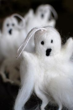 Completely adorable little felted ghosties! cute in an arrangement or hanging by themselves