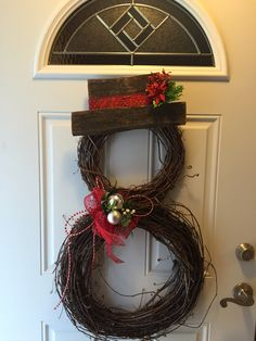 Easy and Fun DIY Dollar Store Christmas Decorations – Grapevine Wreath : Snowman Grapevine Wreath with recycled barn boards for the hat Rustic Christmas, Christmas Fun, Dollar Store Christmas, Holiday Wreaths, Winter Wreaths, Xmas Decorations, Grapevine Wreath, Grape Vines, Holiday Crafts
