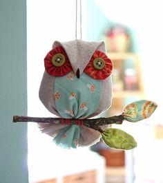 quilted craft patterns by Laurraine Yuyama Animal Sewing Patterns, Owl Patterns, Craft Patterns, Owl Crafts, Diy And Crafts, Crafts For Kids, Animal Crafts, Felt Owls, Felt Birds