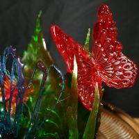 Butterflies In Flight This is an all isomalt cake topper. Chocolate Showpiece, Chocolate Art, Blown Sugar Art, Pulled Sugar Art, Kai Arts, Food Sculpture, Creative Food Art, Chocolate Sculptures, Isomalt