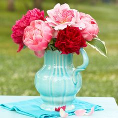 Mom will love these big, beautiful blooms! Check out more Mother's Day Flower Arrangements: http://www.bhg.com/holidays/mothers-day/gifts/mothers-day-flowers-ideas/?socsrc=bhgpin051212=2