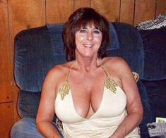 Une femme mature vivant sur Clermont-Ferrand a envie de se lancer dans un plan sexe torride avec un petit jeune | Relation cougar
