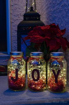 Make Christmas Mason Jar Twinkle Light Luminaries ~ Gorgeous DIY Christmas decorated mason jars filled with twinkle lights brighten up a front porch at night! / timewiththea.com