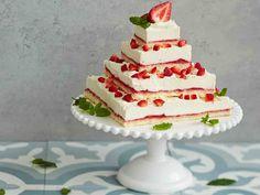Helppo mansikkakakku Cheesecake, Food And Drink, Baking, Desserts, Beautiful, Food Food, Tailgate Desserts, Deserts, Cheesecakes