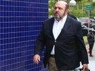 Nove réus da Lava Jato deixam cadeia e já estão em prisão domiciliar Executivos de empresas investigadas por desvio de dinheiro da Petrobras e que estavam presos há seis meses saíram com tornozeleiras eletrônicas.