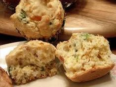 Savory Cheese Muffins With Bacon and Chives - good for a brunch buffet. Cheese And Bacon Muffins, Savory Muffins, Savory Breakfast, Breakfast Muffins, Sweet Breakfast, Breakfast Recipes, Breakfast Ideas, Cheddar Cheese, Vegan Cheese
