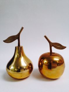 vintage brass fruit, vintage brass pear, vintage brass apple, vintage messing appel, vintage messing peer, vintage messing fruit, hollywood regency style fruit, apple trinket box, pear trinket box, secondlola, vintage messing deco, vintage messing styling, midcentury apple, vintage styling messing,