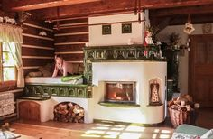 traditional cottage with rocket stove kitchen Foyers, Cordwood Homes, Vintage Stoves, Energy Efficient Homes, Stove Fireplace, Rocket Stoves, Historic Homes, Design Case, Cozy House