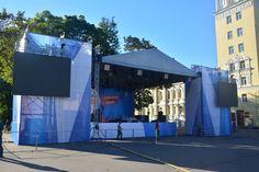 Концерт на центральной площади Смоленска.  Для проведения концерта мы сделали дизайн и напечатали  все баннеры, создали под них сборные конструкции.  Нашей командой был произведен монтаж и доставка в Смоленск.