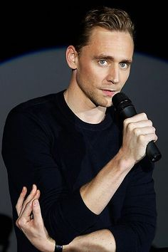 Tom Hiddleston at the Social Movie Night at the IMAX Sony Center in Berlin on September 29th, 2015. Source: https://www.facebook.com/SocialMovieNight/photos/a.615057228636096.1073741845.430644260410728/615059158635903/?type=3&theater: