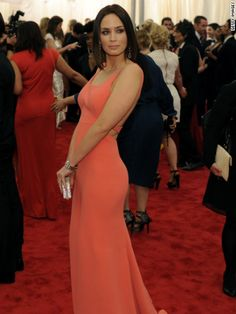 the gorgeous Emily Blunt in coral