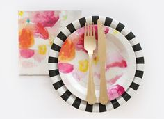 Kate Spade inspired modern glam plates, dessert plates, wooden cutlery and napkins all from Paper Eskimo.