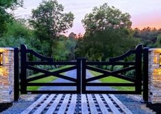 Driveway Entrance Landscaping, Driveway Design, Brick Columns Driveway, Front Gates, Entry Gates, Farm Entrance Gates, Entrance Ideas, Farm Gate, Farm Fence