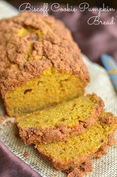 Biscoff Cookie Pumpkin Bread Recipe ~ it's a soft and moist pumpkin bread made with Biscoff Cookie Streusel on top and some cookie crumbs inside Oreo Dessert, Pumpkin Dessert, Pumpkin Cheesecake, Pumpkin Pumpkin, Pumpkin Spice, Mini Desserts, Delicious Desserts, Dessert Recipes, Yummy Food