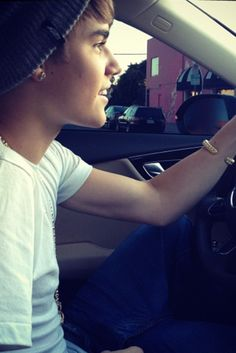 Imagine him smiling like this driving u on your date..