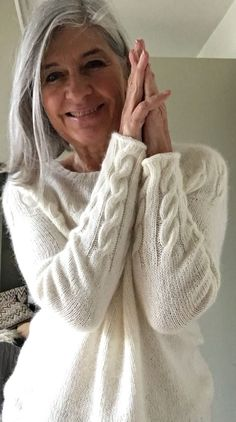 Ravelry: we can be heroes pattern by Regina Moessmer pullover damen kostenlos we can be heroes Sweater Knitting Patterns, Knit Patterns, Free Knitting, Pretty Patterns, Diy Pullover, Ravelry, Knit Fashion, Fashion Women, Style Fashion