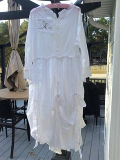 AUTHENTIC-MAGNOLIA-PEARL-VINTAGE-WHITE-DRESS-GREAT-DETAILS