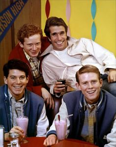 Happy Days TV show.really bummed if I missed this show each week! Happy Days Tv Show, Tv Happy, Ed Vedder, Tv Vintage, The Fonz, Mejores Series Tv, Childhood Tv Shows, Old Shows, Classic Tv